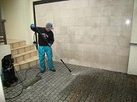 玄関先の石畳を高圧洗浄しました。